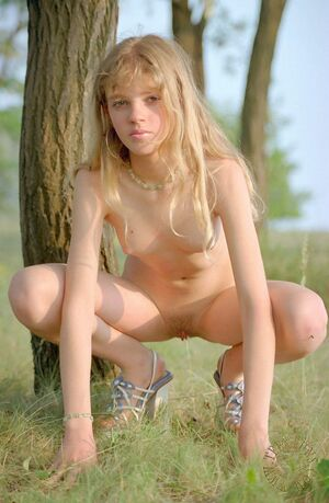 young nudist legs spread